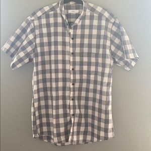 Low profile collar button down shirt